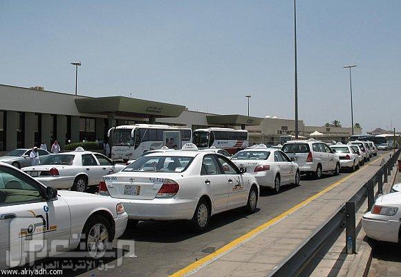منع تجول سيارات الأجرة في الشوارع للبحث عن ركاب