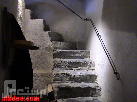 سواق ليموزين وقصصه مع الناس ( دولة سويسرا وهايدي ) مدخل بيت هايدي