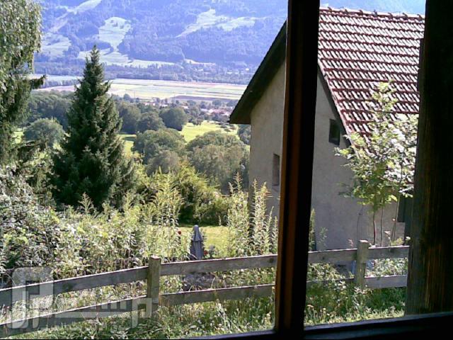 سواق ليموزين وقصصه مع الناس ( دولة سويسرا وهايدي ) لقطة عامة لمنزل هايدي من فوق الجبل