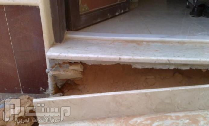 تحذير لمن يريد يشترى عقار في الرياض - منقول نلاحظ عدم وجود الصبه تحت الدرج والاكتفاء بوضع الرمل
