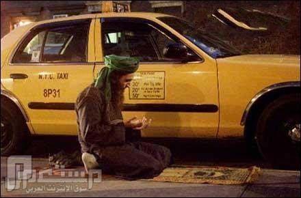 عندما يحين وقت الصلاه لا احد يمنعنا من ادائها في الشارع