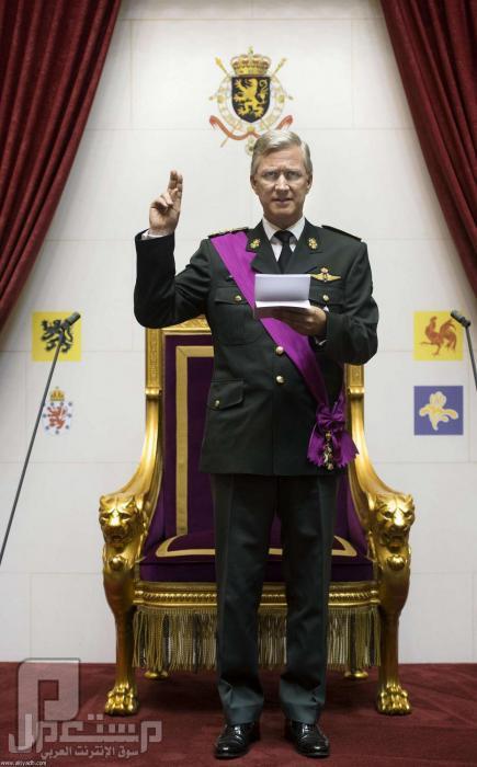 ملك بلجيكا يتنازل عن العرش