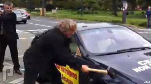 فيديو: ألماني يحطم سيارته الـ بي إم دبليو إعتراضاً على سوء خدمة الصيانة