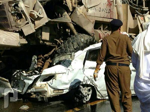 مقطع فيديو يكشف تهور قائد الشاحنة العسكرية في حادث عسير