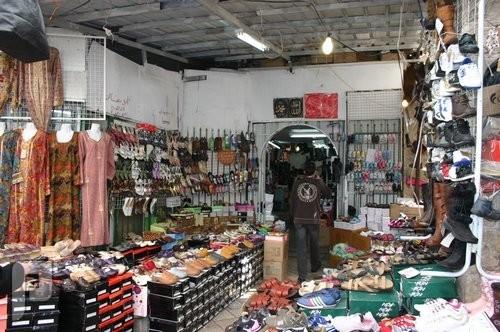 «العمل» ترفع توصية لتنظيم أوقات محلات التجزئة