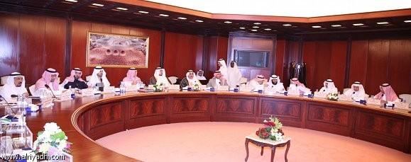 لجنة الإدارة ترفض تعديل المادة 55 وتعيد العقود وساعات العمل لصالح العامل