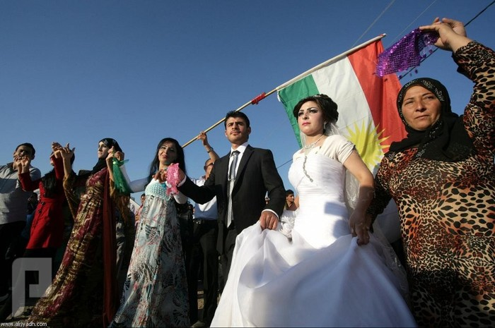 أول حفل زواج في مخيم