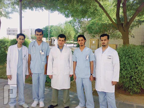 ليه الممرضين والممرضات من الفلبين مبدعين وفاهمين في تخصصهم وعملهم الممرضين ربعنا