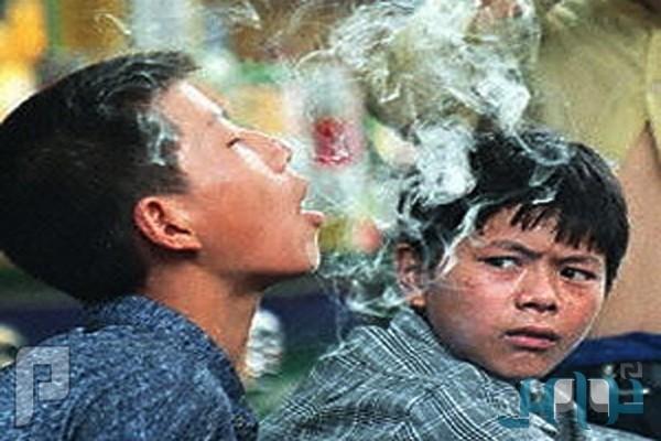 دراسة: مجالسة المدخنين تسبب فقدان حاسة السمع