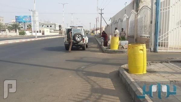 عاق يترك أمه المسنة في شارع بجازان ويعود إلى تبوك