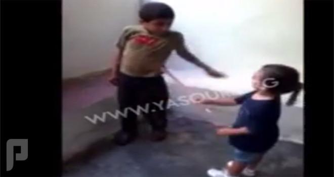 الإطاحة بعائلة الطفل اللبناني معذِّب قرينه السوري (فيديو