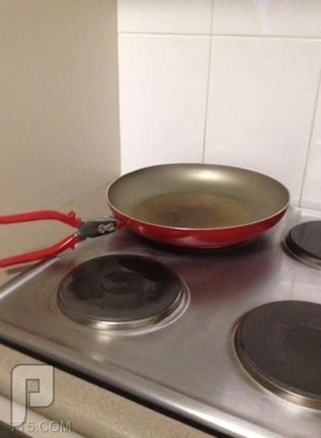 الصورة على والتعليق عليكم :) لاقالك حالي ماشي مدري وش السالفة فاهمين الطبخ غلط لكن حلو تطقيم اللون
