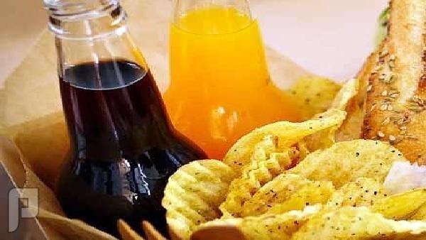 إذا كنت سيئ المزاج ابتعد عن رقائق البطاطس والصودا بعض الأطعمة تؤثر سلباً في المزاج وتزيد من حالة الإحباط