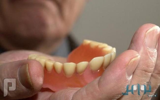 """باحثون: النوم بـ""""أطقم الأسنان"""" يضاعف خطر الإصابة بالتهابات الرئة"""