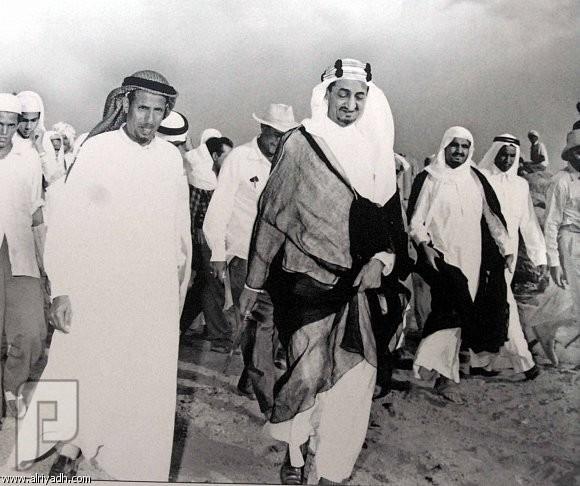 قصة نجاح الحضارم بالتجارة يجب ان تدرس في المدارس الملك فيصل مع رجل الاعمال محمد بن لادن
