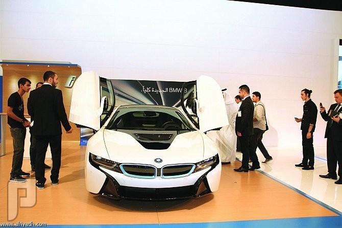 سيارة «BMW i8» الهجينة القابلة للشحن بالكهرباء تخطف الأضواء في معرض أكسس
