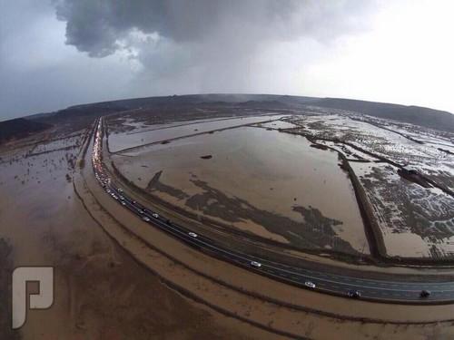 """بالصور.. أمطار """"هدى الشام"""" تتسبب في إغراق المنازل وإتلاف المركبات"""