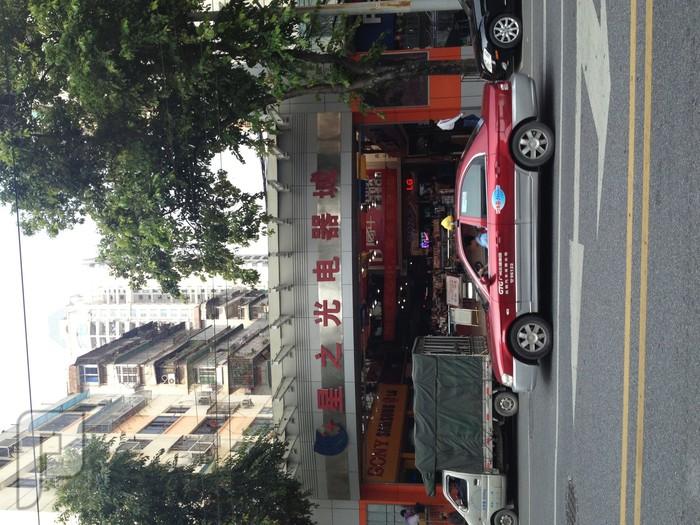 صور من سوق الإلكترونات والأجهزة  في مدينة كوانزوا الصين