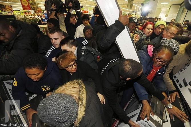 إغلاق متاجر في بريطانيا بسبب مشاجرات «الجمعة السوداء»
