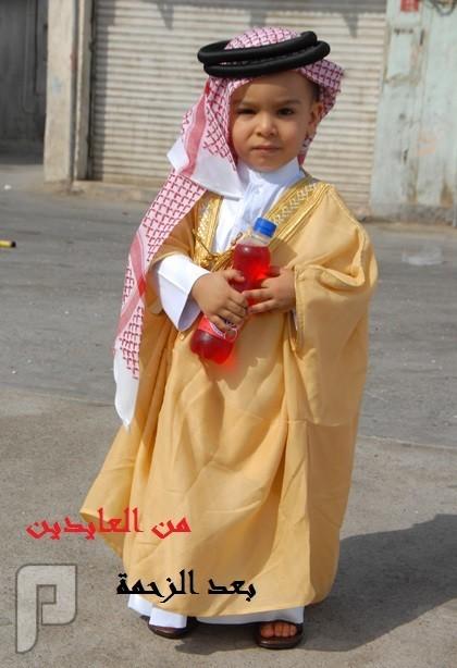 سعودي يعايد اخوياه بطريقته الخاصة   من العايدين  