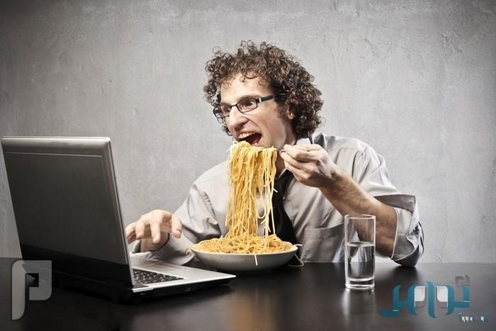 دراسة: مكان العمل يؤثر على الوزن