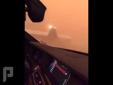 طائرة تهبط بالطريق السريع بمدينة طريف بسبب العواصف