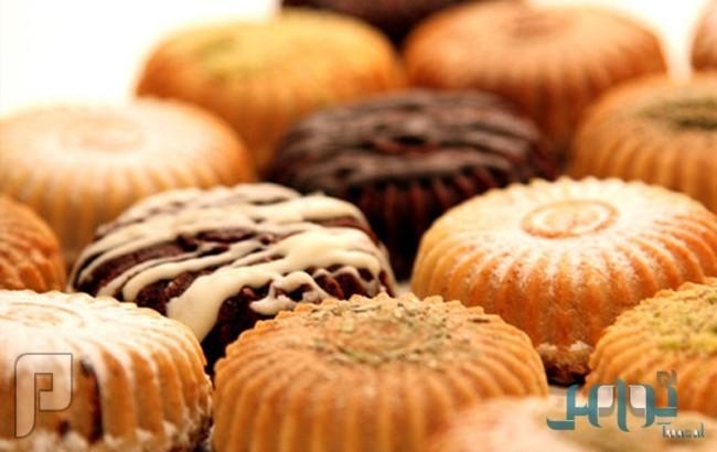 دراسة: الاعتياد على تناول الحلويات في العمل يعرضك للموت