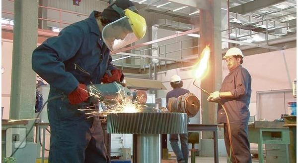 مطالبات بسعودة سنوية لـ 10 % من وظائف الصيانة بعقود الدولة