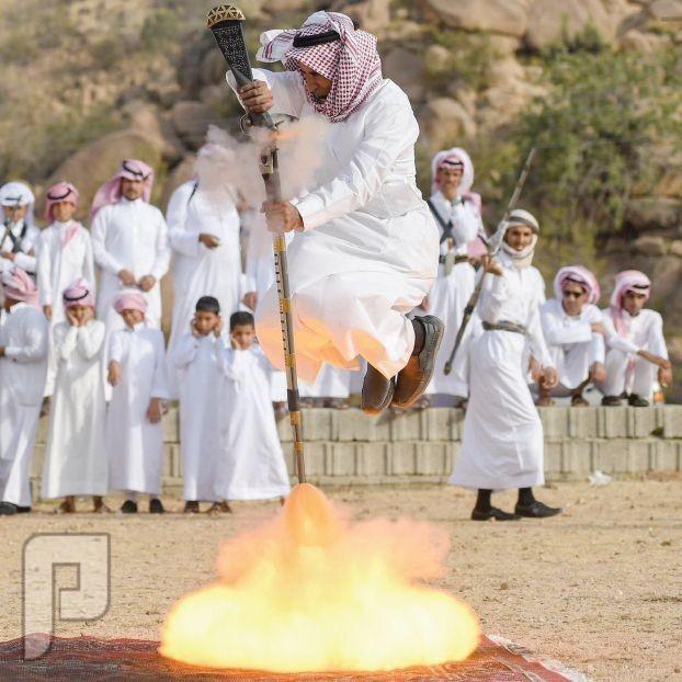 رقصة النار التراثية