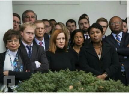 صورة طاقم موظفين البيت الابيض وهم يستقبلون ترامب