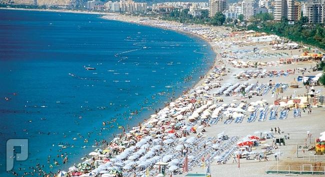 شاطئ كونيالتي في انطاليا تركيا