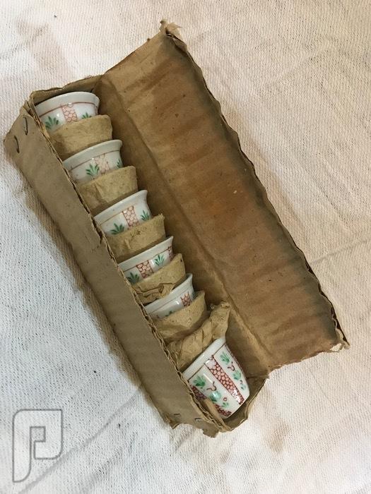 مجموعه اغراض تراثيه مخفضه تصلح للاقتناء كرتون فناجيل مخرنه ابو ورده 50 ريال