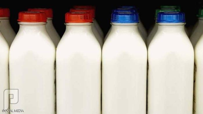 الفرق بين الحليب خالي الدسم والحليب كامل الدسم.