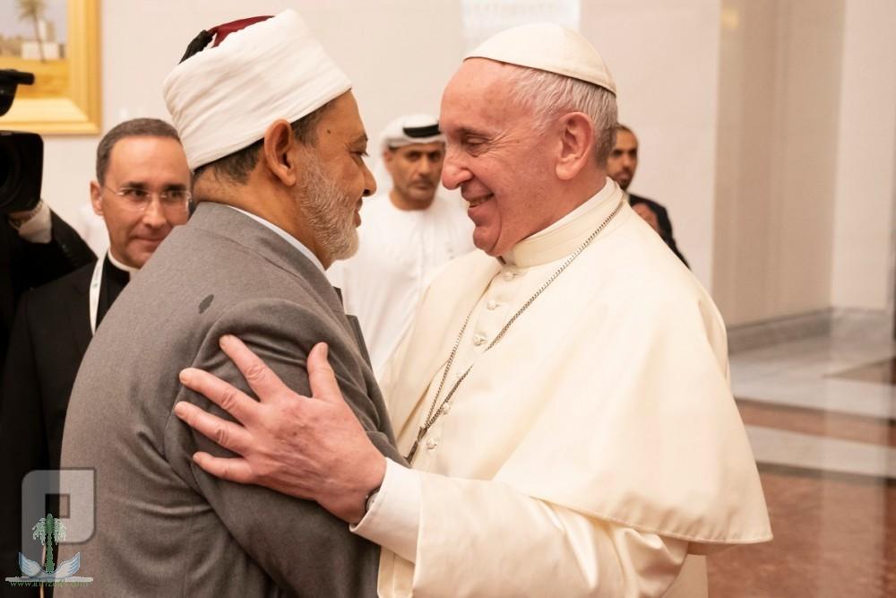 البابا فرنسيس وشيخ الأزهر يوقعان