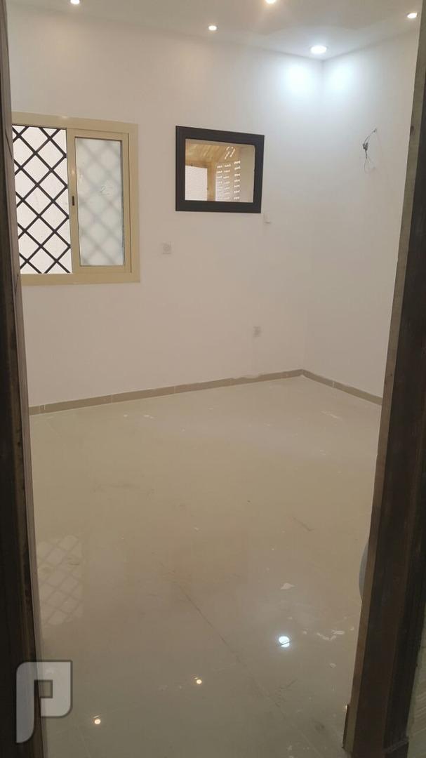 شقه اربع غرف فاخره ب210الف للبيع من المالك مباشره بسعر مغري لقطه