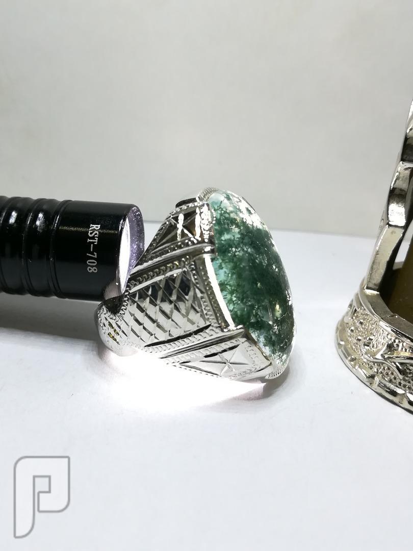 خاتم عقيق طحلبي طبيعي بداخل الحجر اعشاب