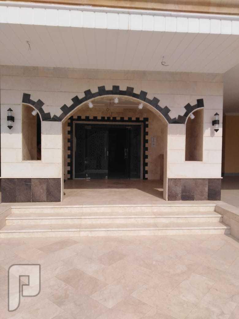 شقة تمليك في جدة  المواصفات : 5 غرف و 3 دورات مياة  و صالة معيشة و مطبخ