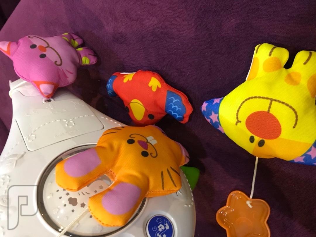 لعبة أطفال موسيقية للسرير مع إضاءة ألعاب  قماشية بحالة جيدة ونظيفة