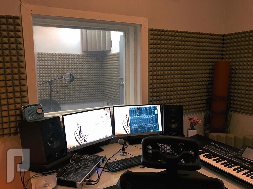 ستوديو صوتيات في خميس مشيط غرفة الكنترول