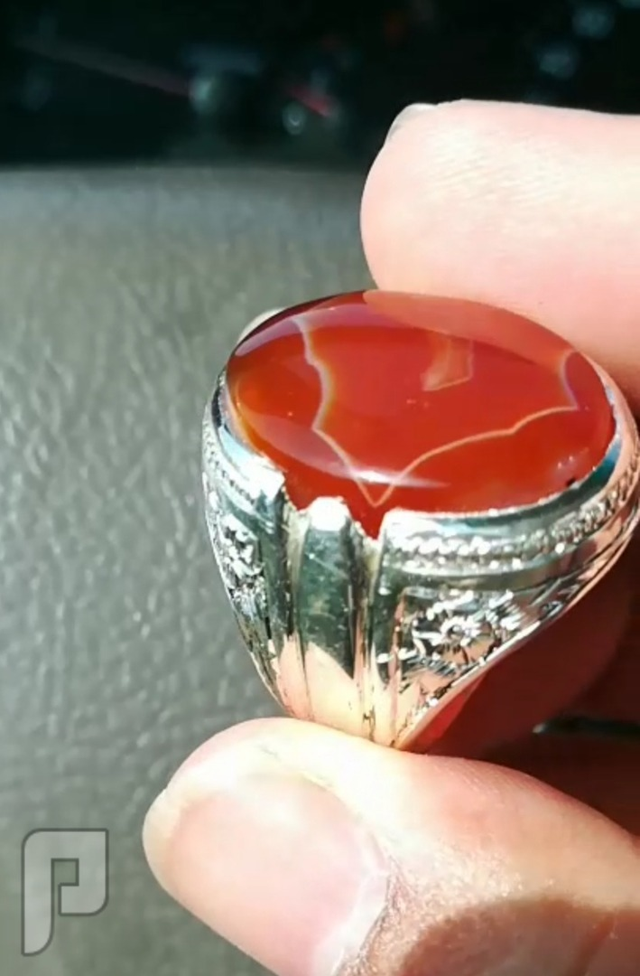 خاتم عقيق يماني طبيعي لون داخل لون مميز