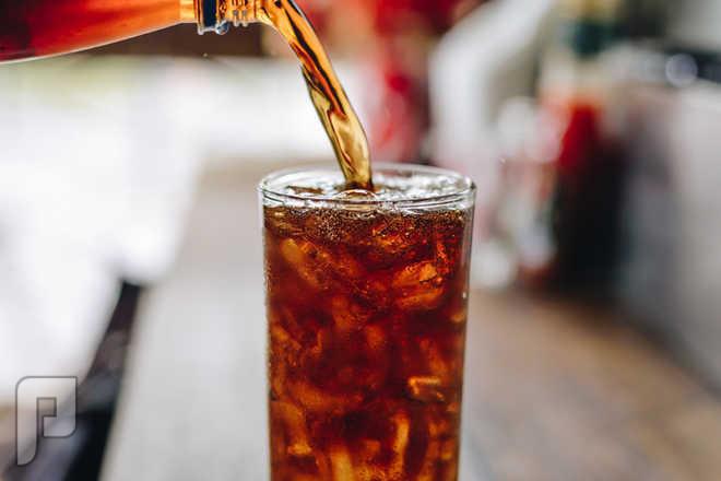 سنغافورة بصدد حظر إعلانات المشروبات