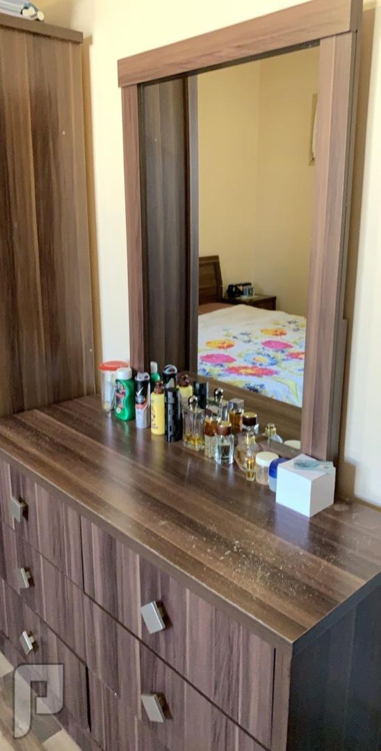 غرفة نوم مع مكتب