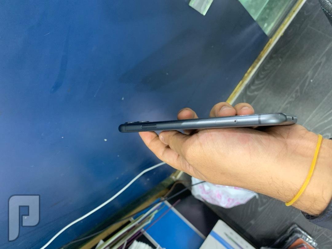 للبيع ايفون 11 اللون اسود مستخدم يومين
