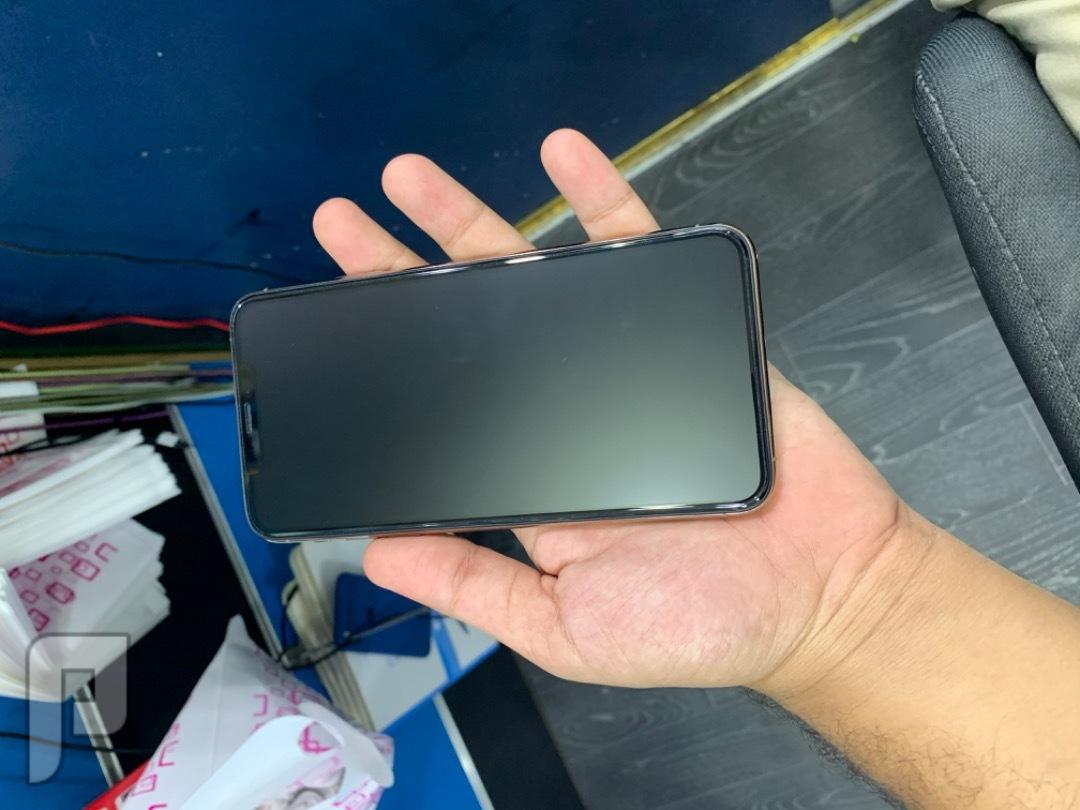 للبيع ايفون 11 برو ماكس ذهبي مستخدم