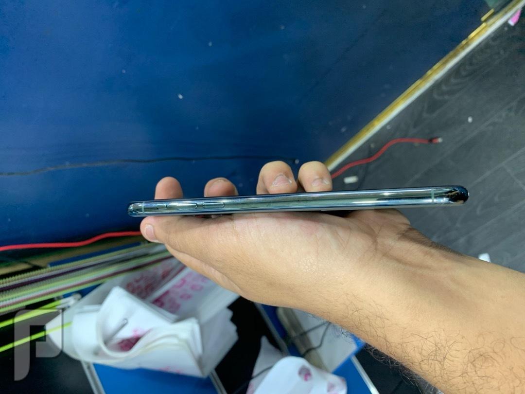 للبيع ايفون مستخدم 11 برو ماكس اخضر نظيف