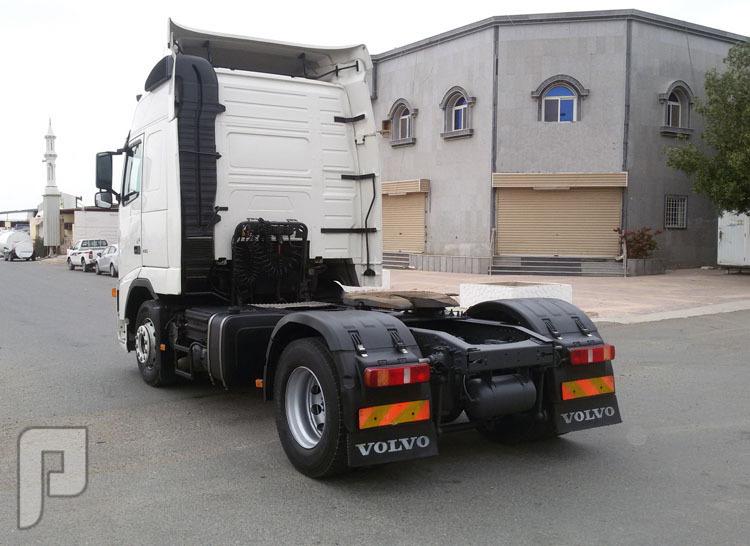 شاحنه راس فولفو الموديل 2006 الحجم 440