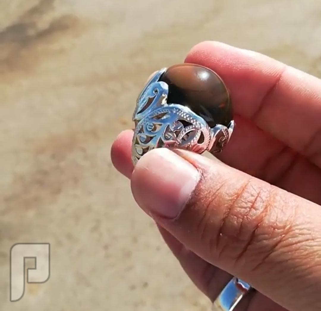 خاتم عقيق يماني طبيعي لون البندق قبه روعه