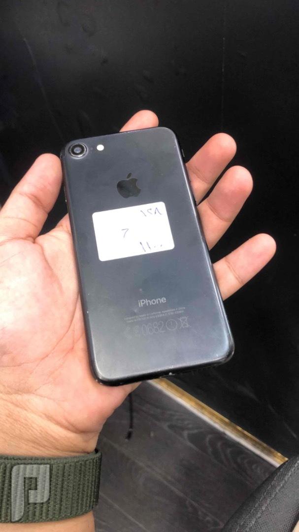 للبيع ايفون 7 اسود 128 مستخدم نظيف