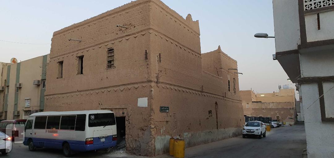 بيت طين للبيع بحي جبرة في وسط الرياض