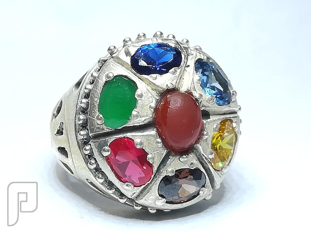 خاتم ملكي مميز المنظر والملبس رجالي او نسائي